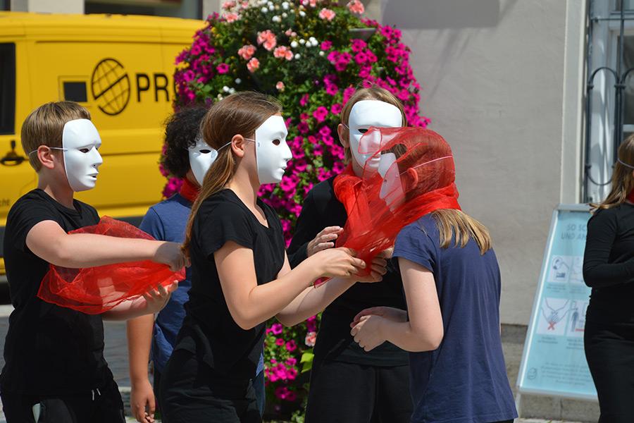 Unsere Theatergruppe bereitet eine Performance in der Innenstadt vor